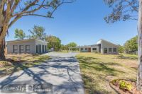 5 ACRES  - MORAYFIELD  QUALITY HOME - BEST LOCATION!!