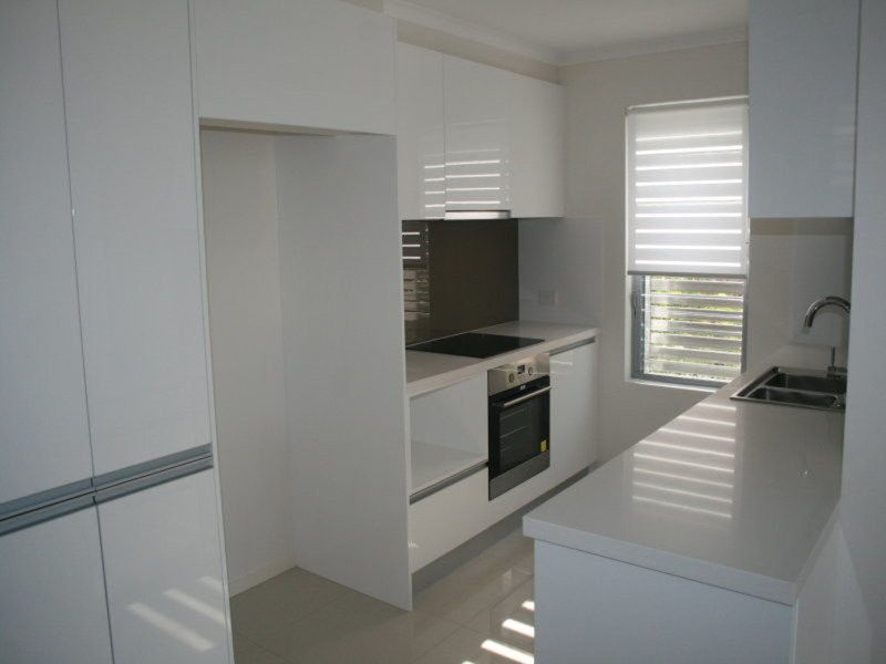 CLOSE TO GREENSLOPES HOSPITAL QUIET AND SECURE COMPLEX