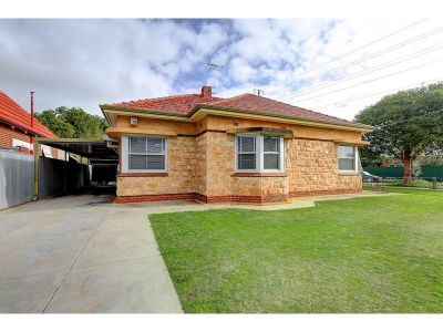 Traditional Size Corner Allotment Of Approx 886 SQM – Potential to Divide Subject To Council Consent – Freestone Splendour – Formal + Informal