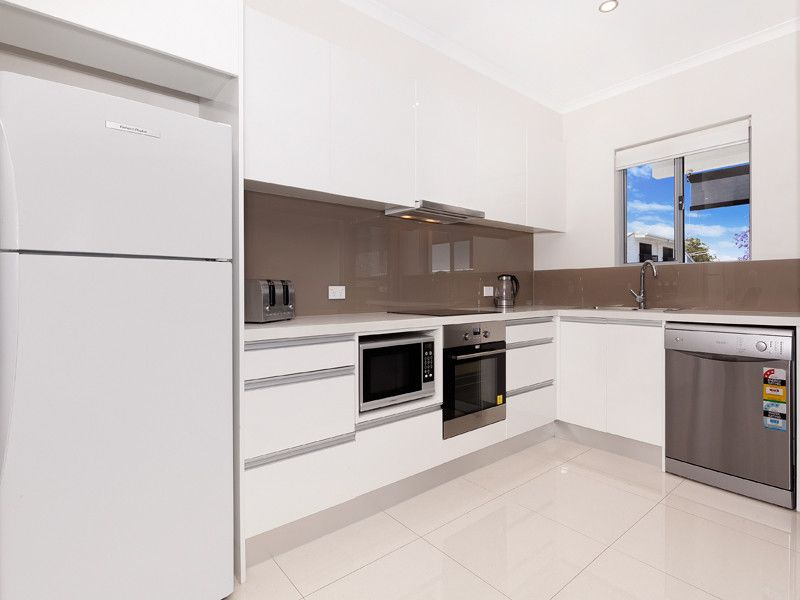 AS NEW 2 BEDROOM UNIT A SHORT WALK TO GREENSLOPES HOSPITAL