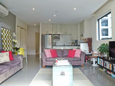 1 BEDROOM WITH STUDY NOOK IN FANTASTIC LOCATION
