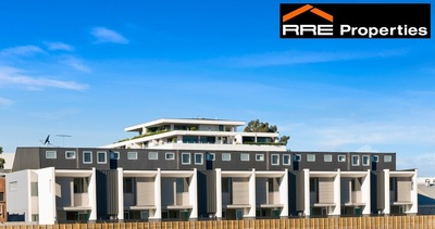 Massive New Townhouse in Terrfic Location