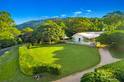 Ocean and Hinterland Views, Level Plateau and Stunning Abode