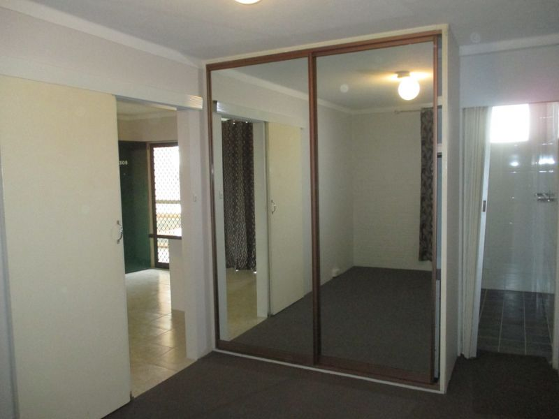 FULLY RENOVATED UNIT IN THE HEART OF VIC PARK