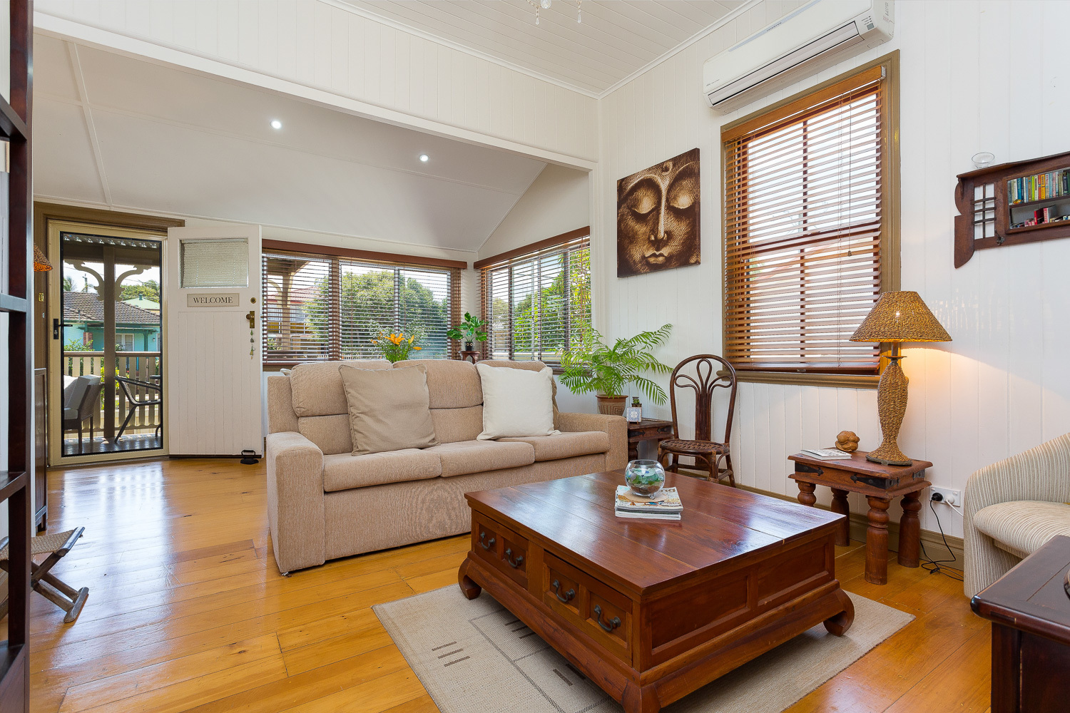 LOCATION PLUS – CHARMING COTTAGE - A STROLL TO QUEENS BEACH