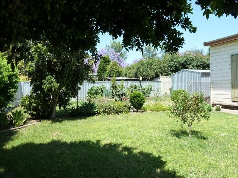 27 Macquarie St, Singleton