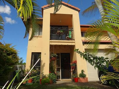 3 BEDROOM TOWNHOUSE - EXCELLENT INVESTMENT