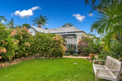 Circa 1917 Homestead on 815m2 of Beautifully Landscaped Yard