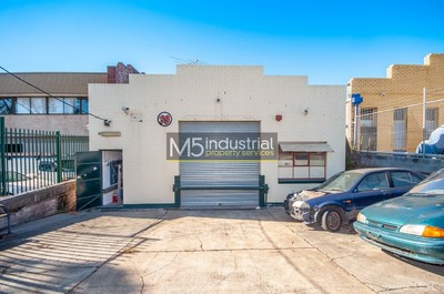 320sqm - Warehouse In the Heart of Auto Alley