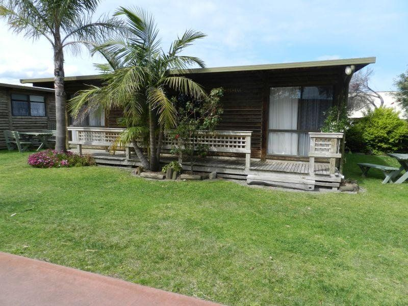 SELF-CONTAINED COTTAGES - LAKES ENTRANCE
