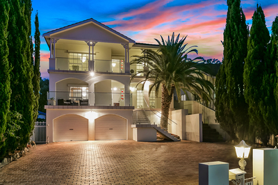 LUXURIOUS TROPHY HOME ACROSS FROM SYDNEY HARBOUR FORESHORE