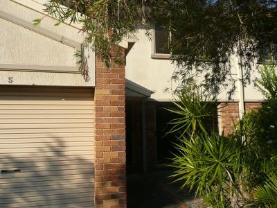 'STYLISH TOWNHOUSE IN SOUGHT AFTER AREA'