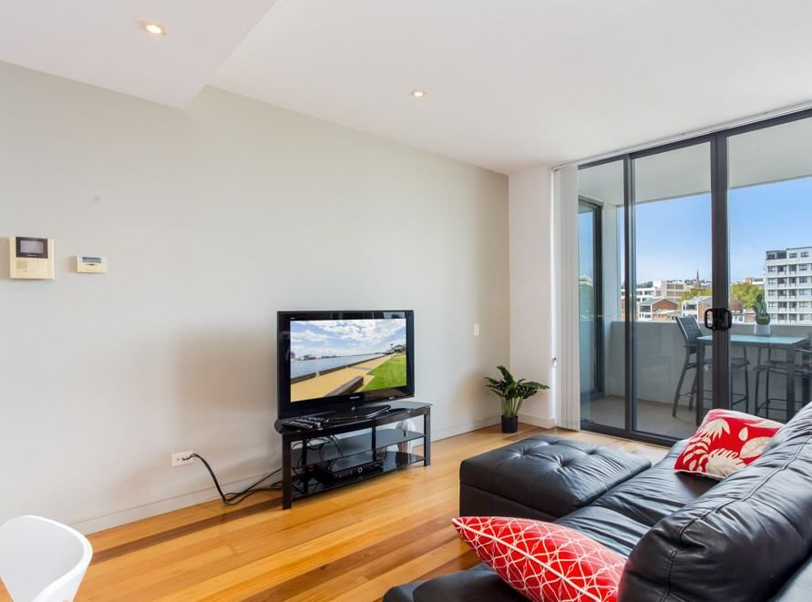 205/17 Honeysuckle Drive, Newcastle