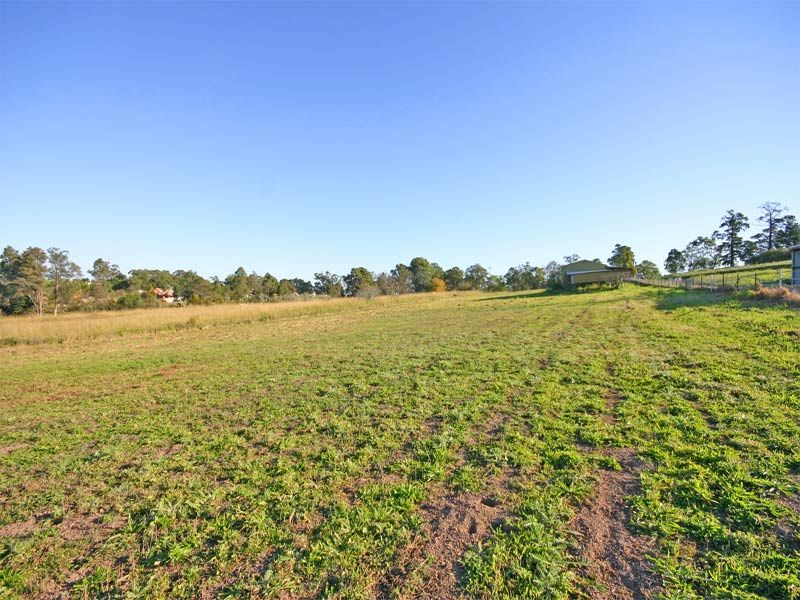 Vacant land: 5 beautiful flat arable acres, a blank canvas on which to build that beautiful rural home you have been waiting for.