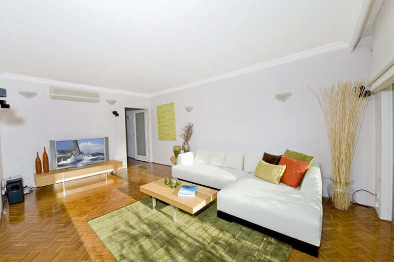 NORTH FACING, SMARTLY RENOVATED APARTMENT