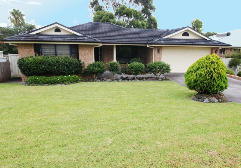 Fairwinds at it's Best- Immaculate 3 Bedroom Home