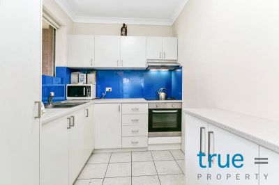 = HOLDING DEPOSIT RECEIVED = RENOVATED TOP FLOOR APARTMENT WITH LEAFY PRIVATE VIEWS
