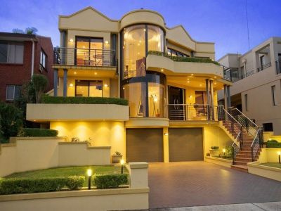Commanding Position, Water views and Prestige Lifestyle