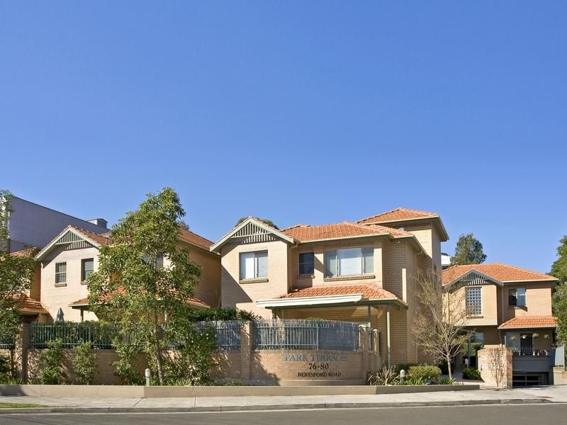 Well Presented Townhouse In Private Locale
