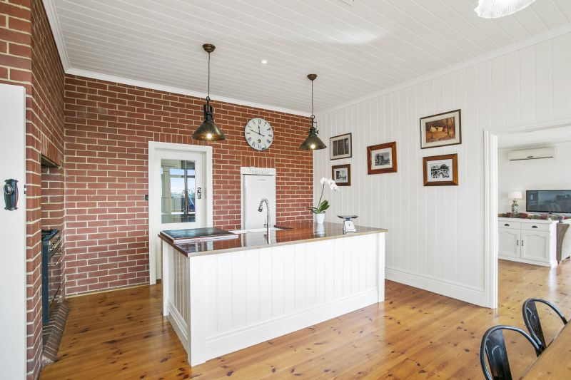 79 Woods Road St Albans Park