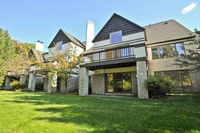 A gorgeous 3-level Luxury Townhouse at Ledgebrook