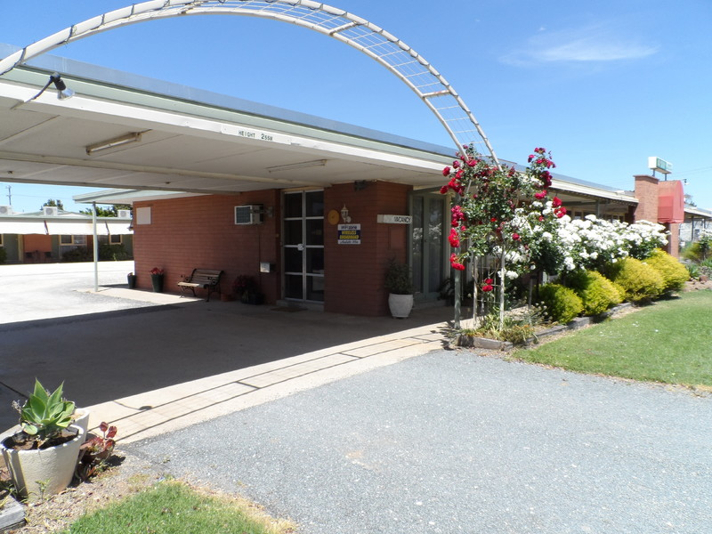 MOTEL FREEHOLD - WELL MAINTAINED - NEWELL HWY FRONTAGE