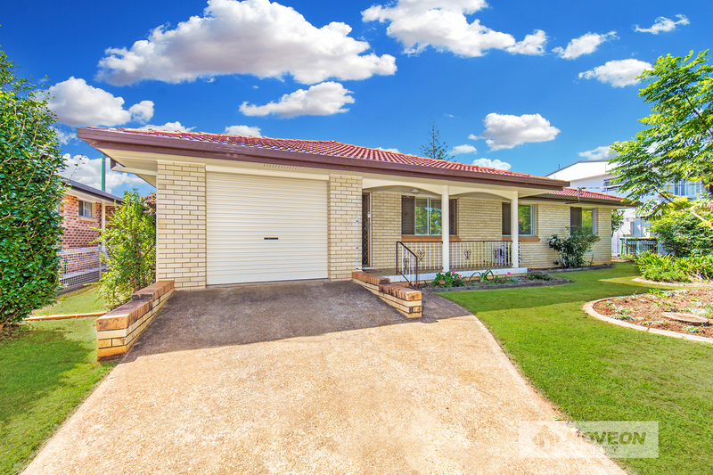 LITTLE GEM- LOWSET BRICK AND TILE IN EXCELLENT LOCATION