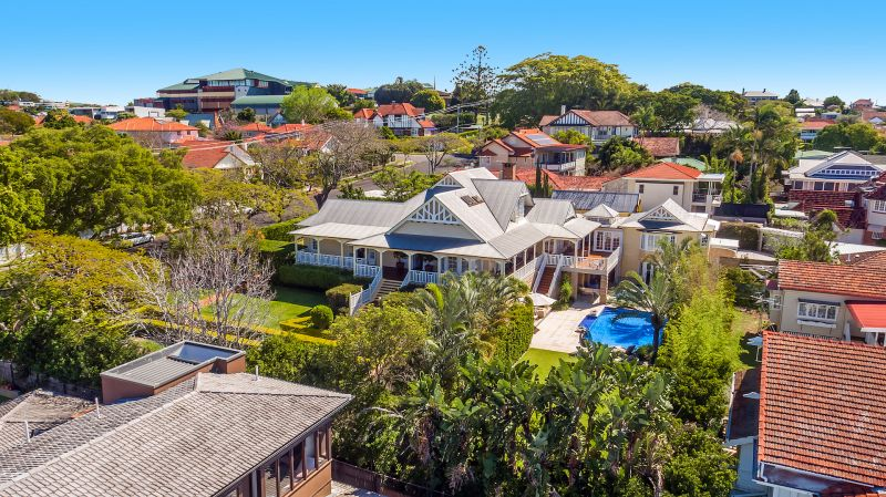 Additional photo for property listing at 'Linstarfield' Magnificent Colonial landmark  Clayfield, Queensland,4011 Australie
