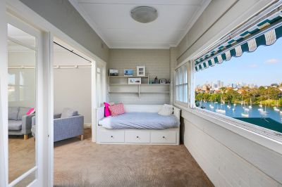 Extraordinarily space, stylish and classic bayside beauty