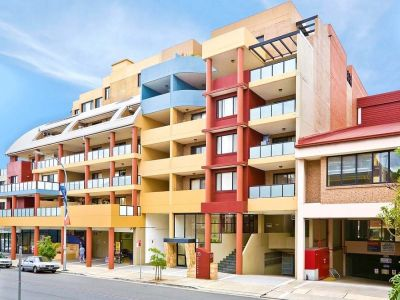 Top Floor  Apartment + Large balcony
