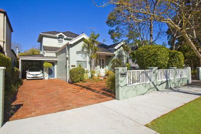 Charming Freestanding Home offers Sundrenched North facing Level land in the Heart of Leafy Double Bay