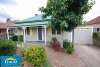 Cosy 3 bedroom house. Large undercover courtyard. Lock up garage and 2 secure car spaces. Walk to Parramatta CBD.