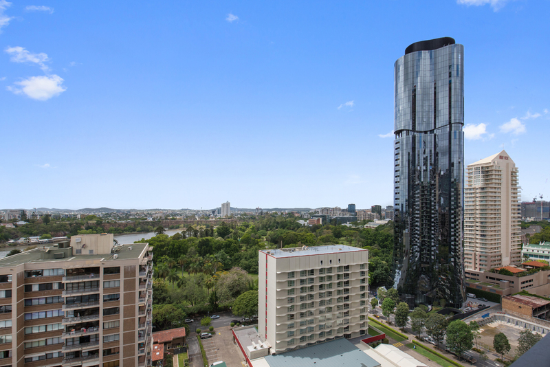 BRAND NEW TWO BEDROOM + TWO BATHROOM APARTMENT IN SKY TOWER