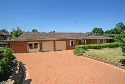 reduced. excellent value!!  vendor wants this sold. modern single level home.