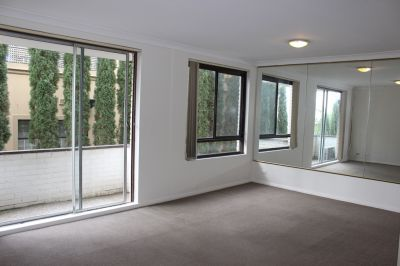 LARGE 2 BEDROOM APARTMENT IN GREAT LOCATION