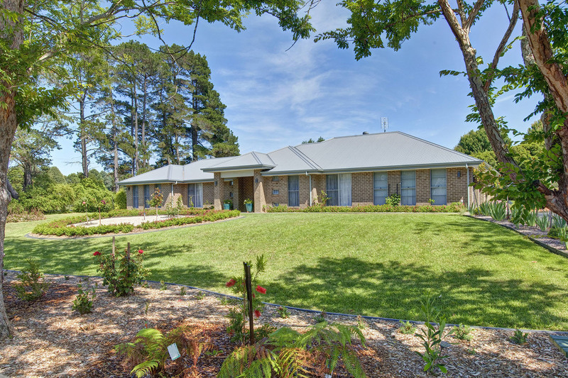 Family Home on Stunning 1 Acre Block