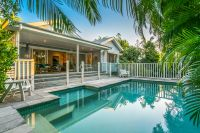 Beautifully Renovated Queenslander In Central Byron