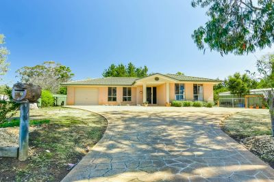 Appealing Family Home on 1016m2