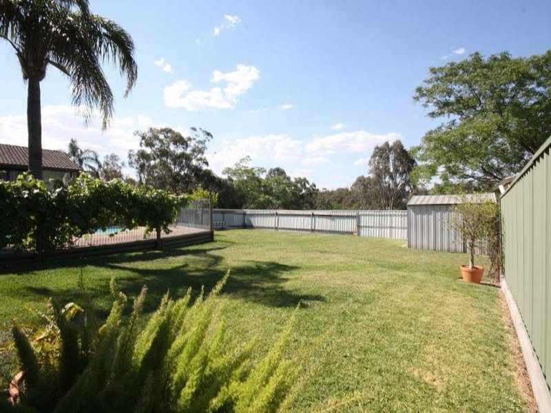 74 Lawson Avenue, Singleton