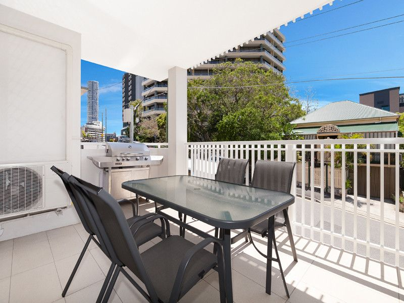 INNER CITY LIVING - AT IT'S BEST WITH CITY VIEWS