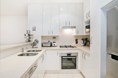 FIRST WEEK RENT FREE - Oversized One Bed +Study & Parking