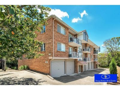 Large two bedroom unit in Toowong **
