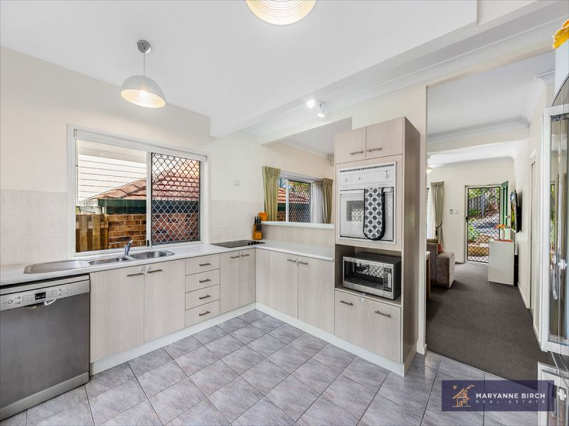 Ready to Move In, Beautiful Townhouse, Huge Value! (aka 16 Hillside Crescent)