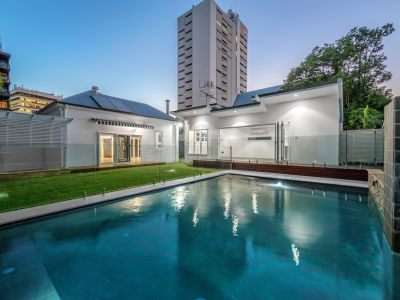 An Entertainers Dream - BEAUTIFUL Family Home in Kangaroo Point!