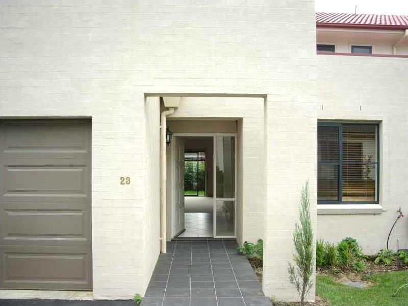 Lovely Townhouse In Great Location!
