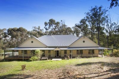 Superbly Positioned Lifestyle Property on approximately 7 Acres