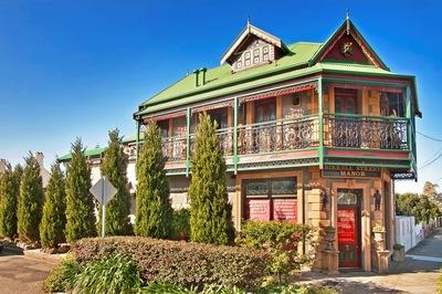 'Birrell Street Manor'