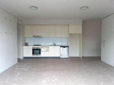 HUGE ONE BEDROOM IN FASHIONABLE VICTORIA PARK