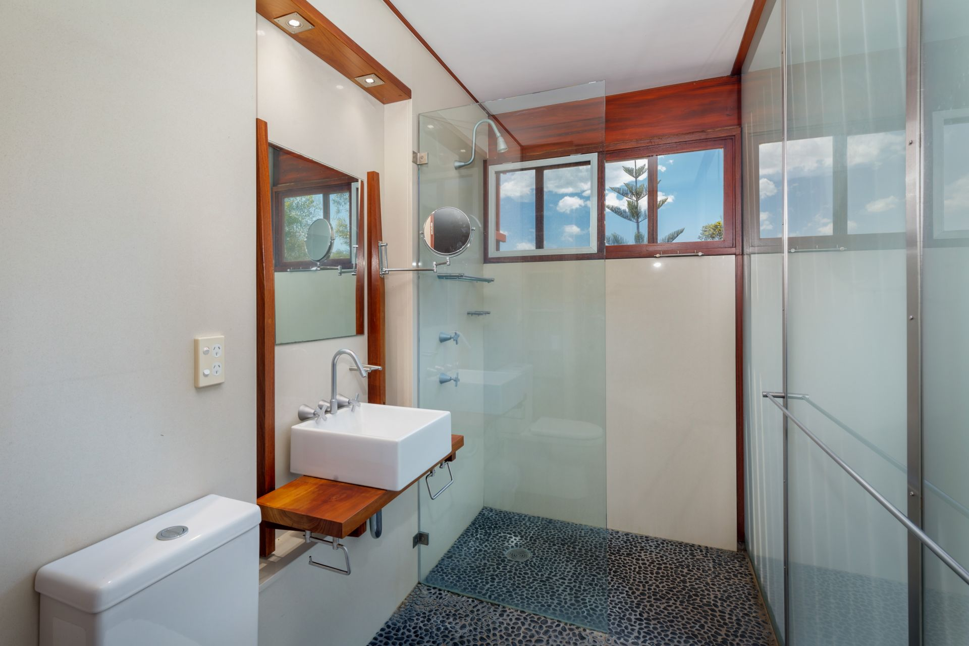 Additional photo for property listing at Sea Pearl - A unique and sophisticated design  Boomerang Beach, New South Wales,2428 Australie