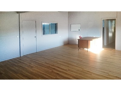 Large commercial shed and block for rent